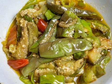 肉段青椒烧茄子,鲜香软糯,做法简单的家常菜,香甜多汁超下饭