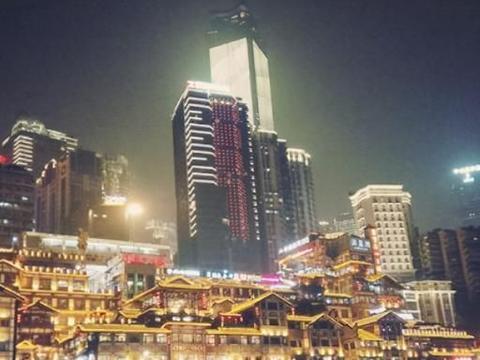 """重庆""""一手好牌打烂了"""",耗资2亿建""""欧式城堡"""",却成烂尾建筑"""