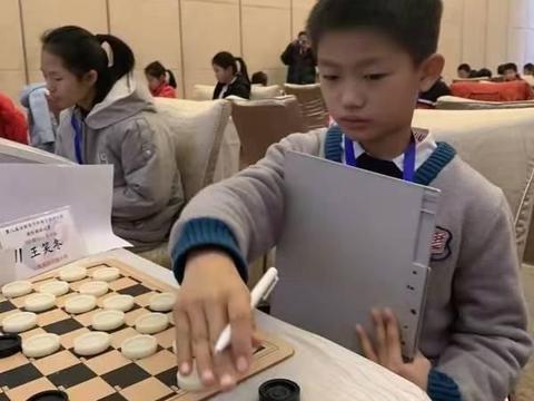 上海市首届国际跳棋锦标赛人气冠军-王笑冬