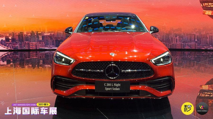 视频:在此次上海车展上,奔驰带来了全新C级长轴版轿车……