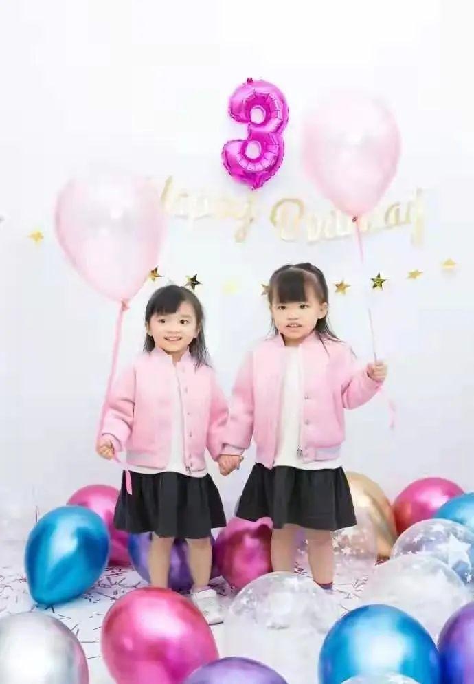 熊黛林双胞胎女儿颜值逆袭,稀疏头发变披肩长发,乖萌又可爱