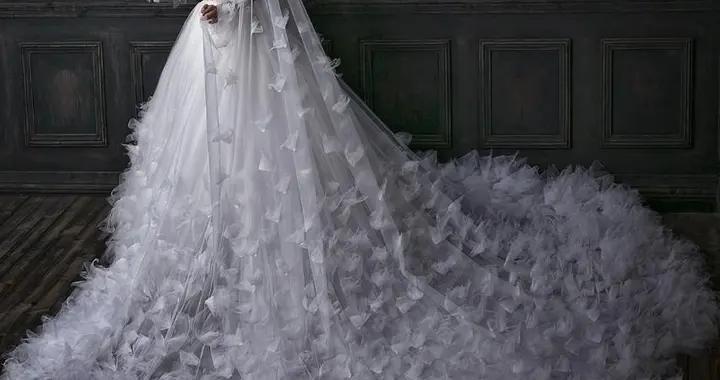海外准新娘网上展示性感婚纱,未曾想暴露出搞笑纹身