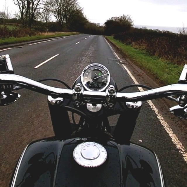 挥动手指就能操控摩托车,宝马将开发手势操作系统