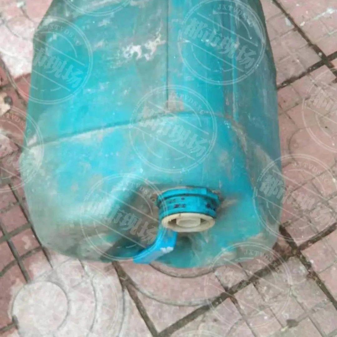 南昌:13岁孩子被不明液体溅到,脸上十几处伤