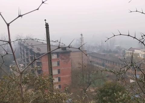 陕西一座废弃的三线厂,厂区分布几公里,工厂变成了养殖基地