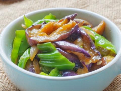 美食精选:青椒烧茄子、山药南瓜炒木耳 、白蘑菇炒蛋、苦瓜炒肉