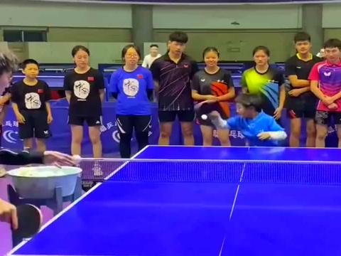 乒乓球运动的广泛开展,别看他是一名小将,天赋从小就能看出来!