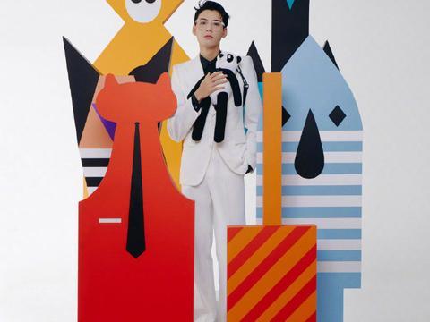 龚俊和王鹤棣同款春夏男士系列杂志造型你们更喜欢谁的演绎呢