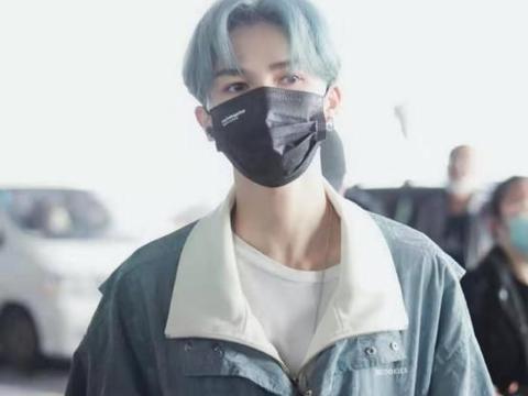 朱正廷染蓝色头发更撩人,颜值从未崩过,不愧是被称作为人间仙子