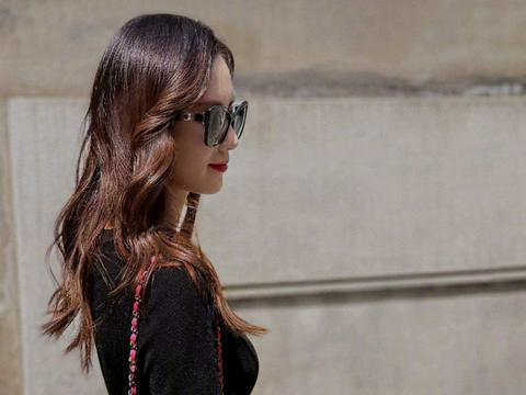 刘诗诗气质好衣品更好,简约的黑色也能穿出高级感,一般人学不来