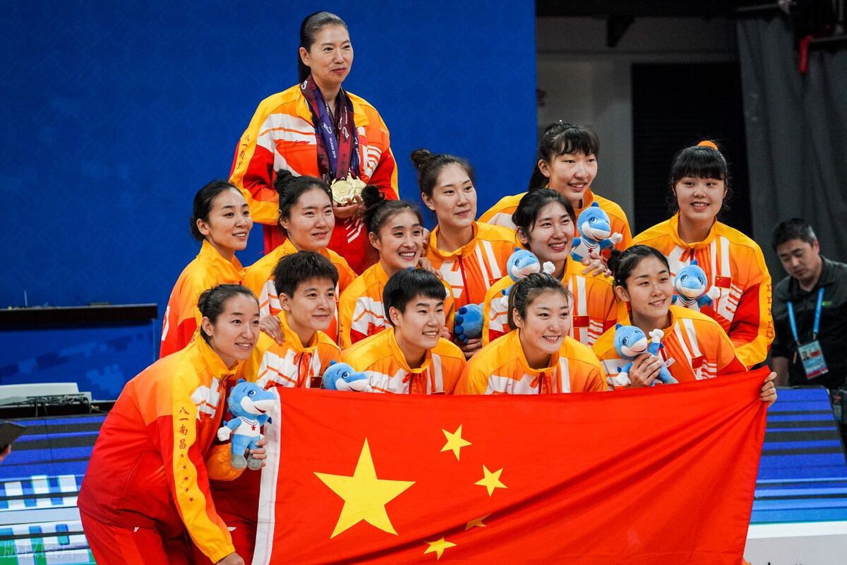 中国女篮喜从天降!2米27天才横空出世,或助力未来奥运会夺金