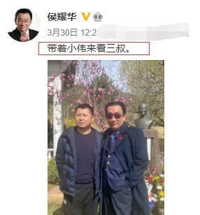 74岁侯耀华出行跟随仨助理,嫌机场小惹争议,网友:嫌小你别来