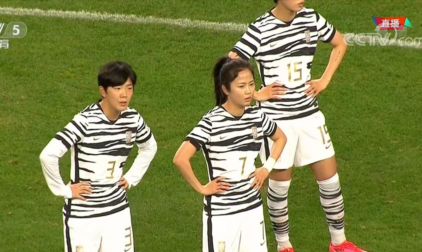 王霜上演绝杀前,1个明显要球手势,4名韩国队员毫无反应