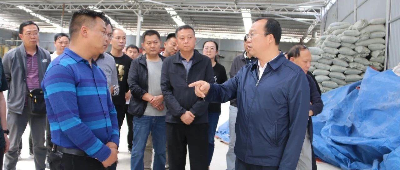 【中央生态环境保护督察】杨军在施甸调研督办群众信访举报重点问题时要求,坚决取缔不达环保标准的工厂和企业