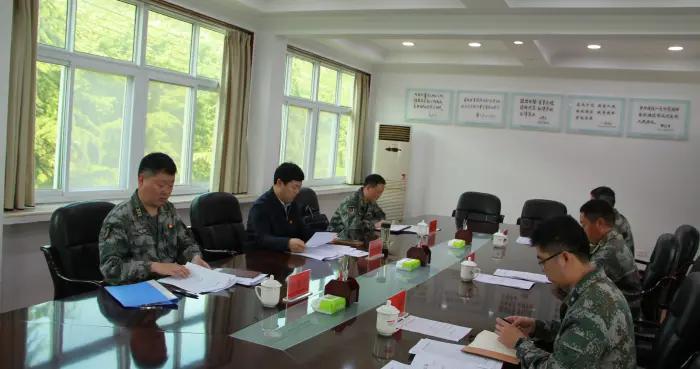 河南省舞钢市人武部党委第一书记参加市人武部党委会
