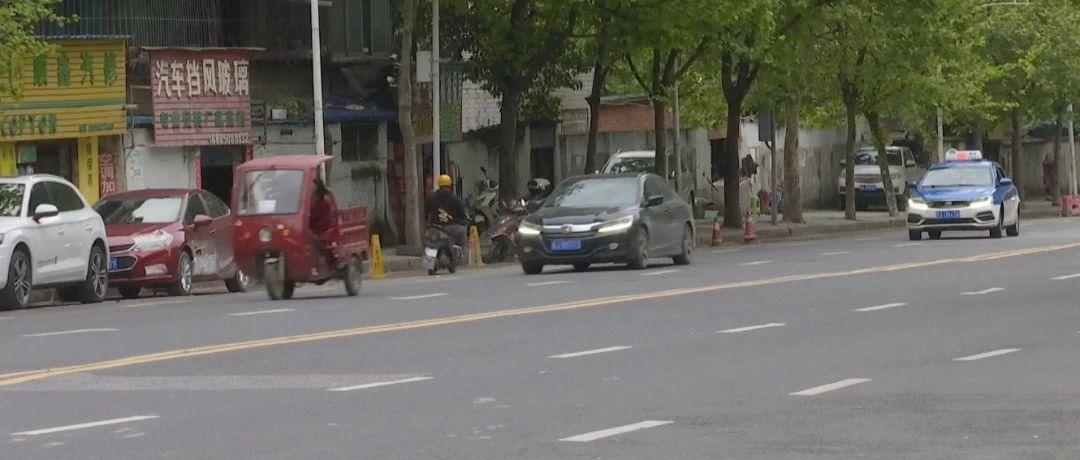 贵阳这条路上公共车位被私吞!?想要停车你得先跟他们打招呼……