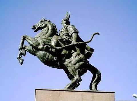 东晋内部相对稳定而北方胡族自相残杀故能保证其百年国祚