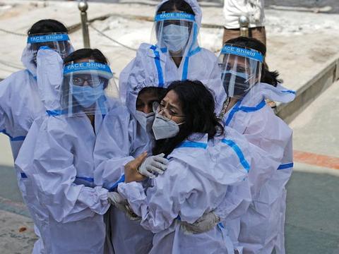 关键时刻,美国没让莫迪失望,却让印度国内彻底绝望:疫情已失控