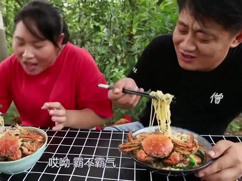 胖妹做的海鲜面真馋人,一大碗吃下去美滋滋太惬意了