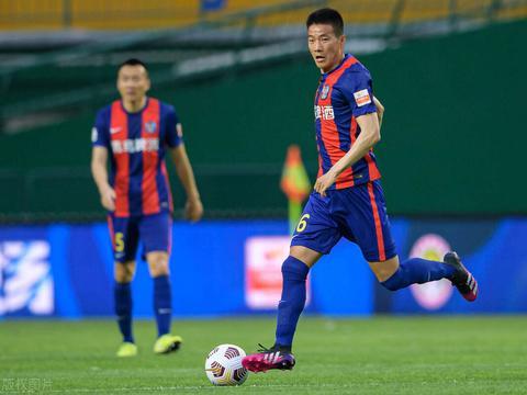 青岛队新赛季开门红,吕鹏却成为表现最差的球员