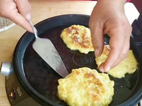 两个苹果两个鸡蛋,一切一搅烙香软美味苹果饼,简单营养真好吃