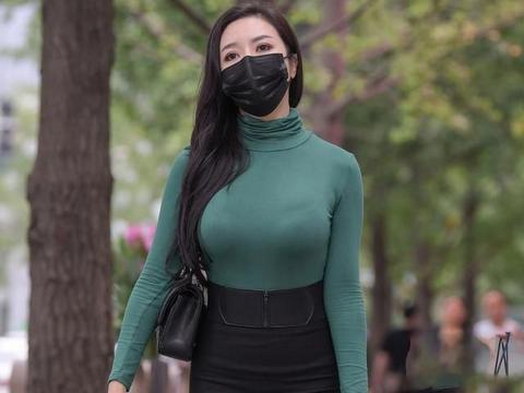 夏天搭配半身裙,用腰带做到无缝连接,打造高腰线更显身材