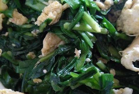 鲜美无比的鸡蛋炒韭菜,炒的时候发出特有的清香,一闻就有食欲。