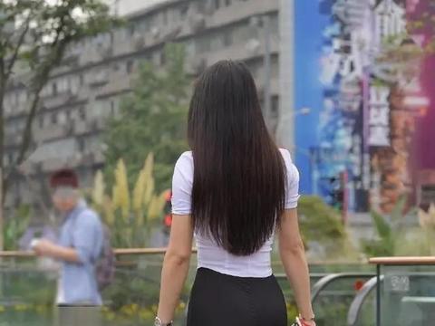 柳腰花态的打底裤美女,兼顾美感与舒适度,有点新奇