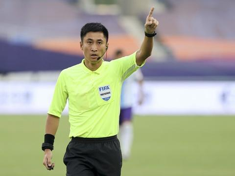 足球报:目前中国裁判圈马宁是当然的一哥,傅明一直是2号身份