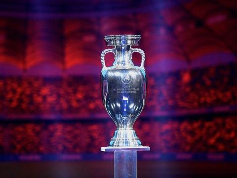 记者:曼彻斯特因欧超事件无缘举办欧洲杯,圣彼得堡承接