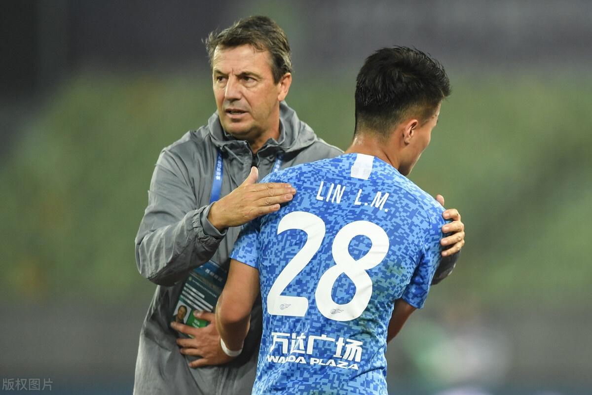大连人主帅:满意年轻球员表现 球队未来值得期待