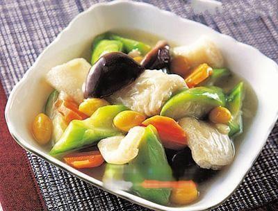 美食推荐:青椒烧茄子,糖醋排骨,竹荪莲子汤,回锅鱼的做法