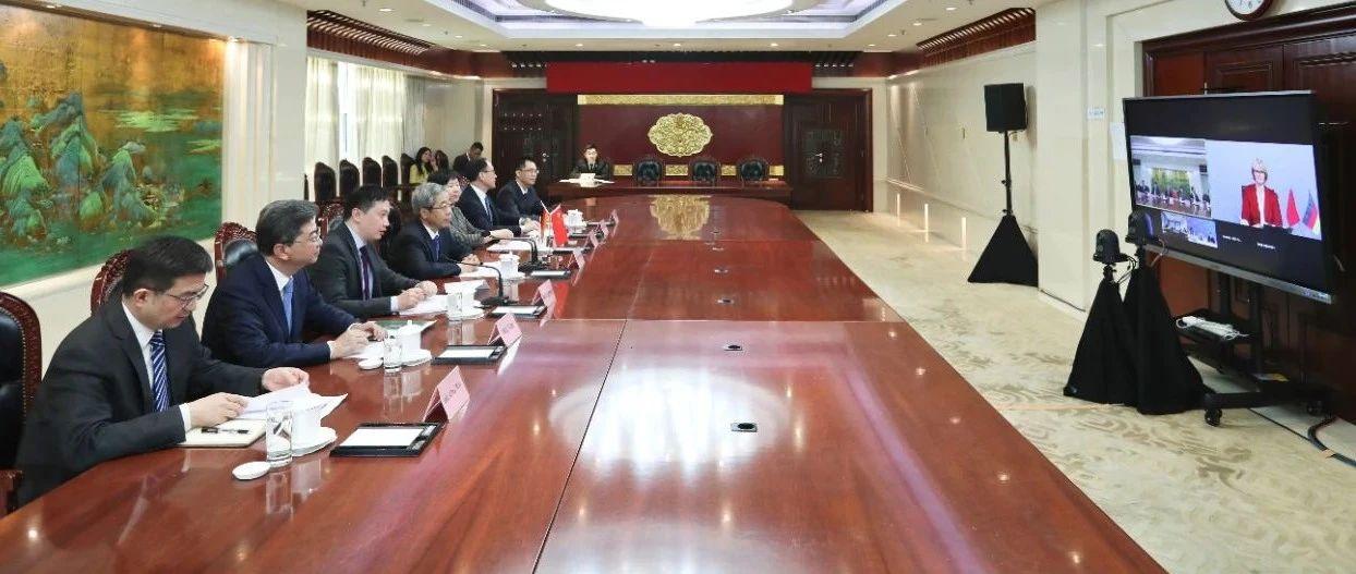 教育部长陈宝生同德国联邦教育和研究部部长卡利切克举行视频磋商