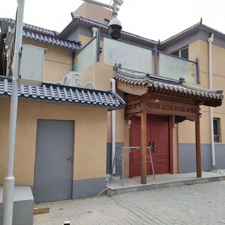 """北京一小区里的小平房""""长""""成了二层小楼!是违建吗?"""