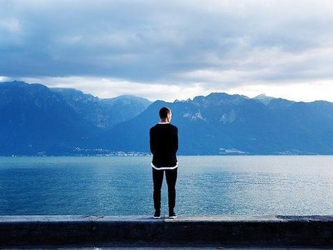 小心潜藏在你身边的3个表现,拥有越多的人,越没出息