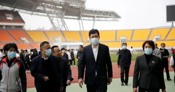 锦州市委副书记、代市长靳国卫到滨海体育中心调研并看望国家竞走队运动员