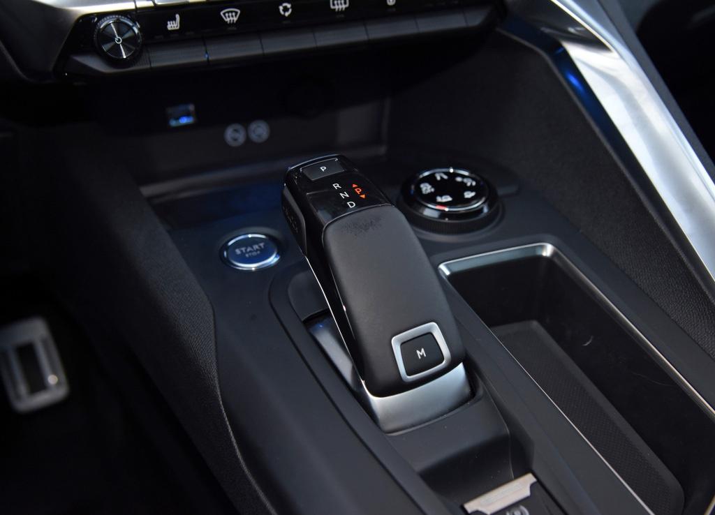 标致5008中期改款上市,降价增配,换装8AT,网友:配四驱?