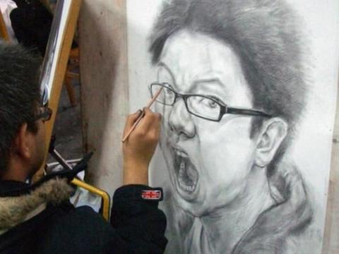 美术生考自画像,画成易烊千玺和女版葛优,老师:别以为我不追星