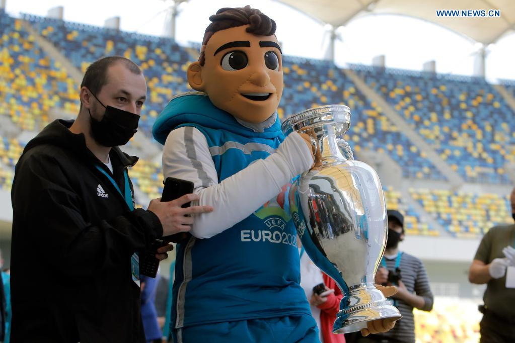 A person dressed as the mascot of the EURO 2020 soccer tournament holds the trophy of the tournament during a presentation in Bucharest, Romania, April 25, 2021. The EURO 2020 soccer tournament was postponed to 2021 due to COVID-19 pandemic. Bucharest will host three matches of Group C and one from the round of 16 at the National Arena. (Photo by Cristian Cristel/Xinhua)