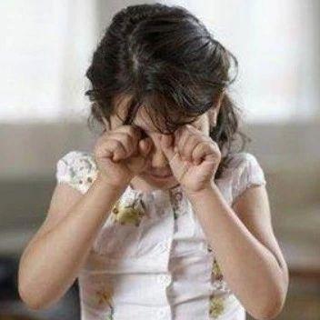 禽兽不如!9岁女孩被威胁拍下私处照片!