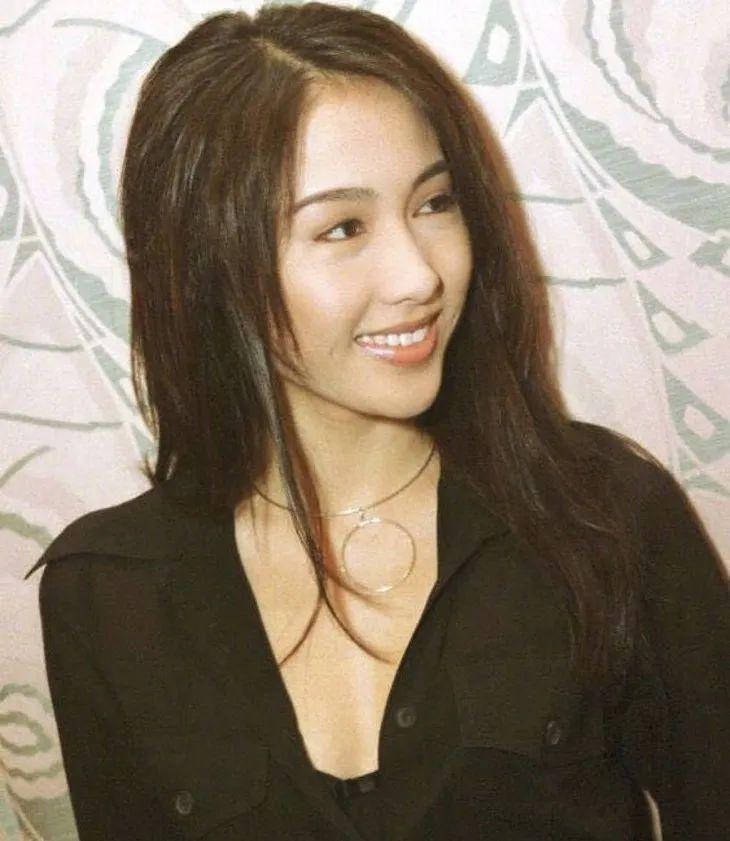 """35岁的杨丽萍 竟是港风美女的""""漏网之鱼""""?"""