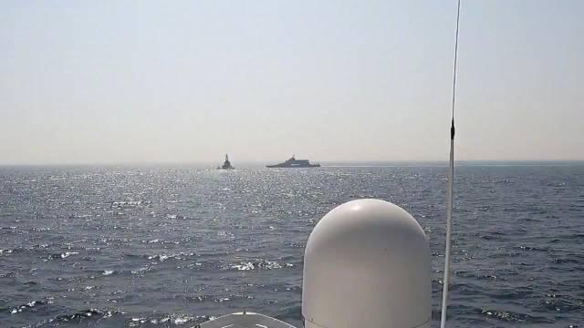 伊朗快艇骚扰美军军舰