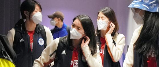 日本排协都关门了 中国男女排却去送温暖