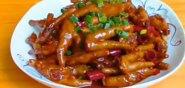 美食: 胡萝卜鸡蛋炒笋片,干煸茶树菇,鱿鱼炒韭菜,辣鸡爪
