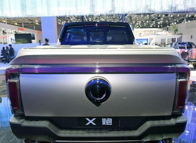 甄子丹展台代言,长城首款全尺寸皮卡亮相,比猛禽霸气,3.0T+9AT