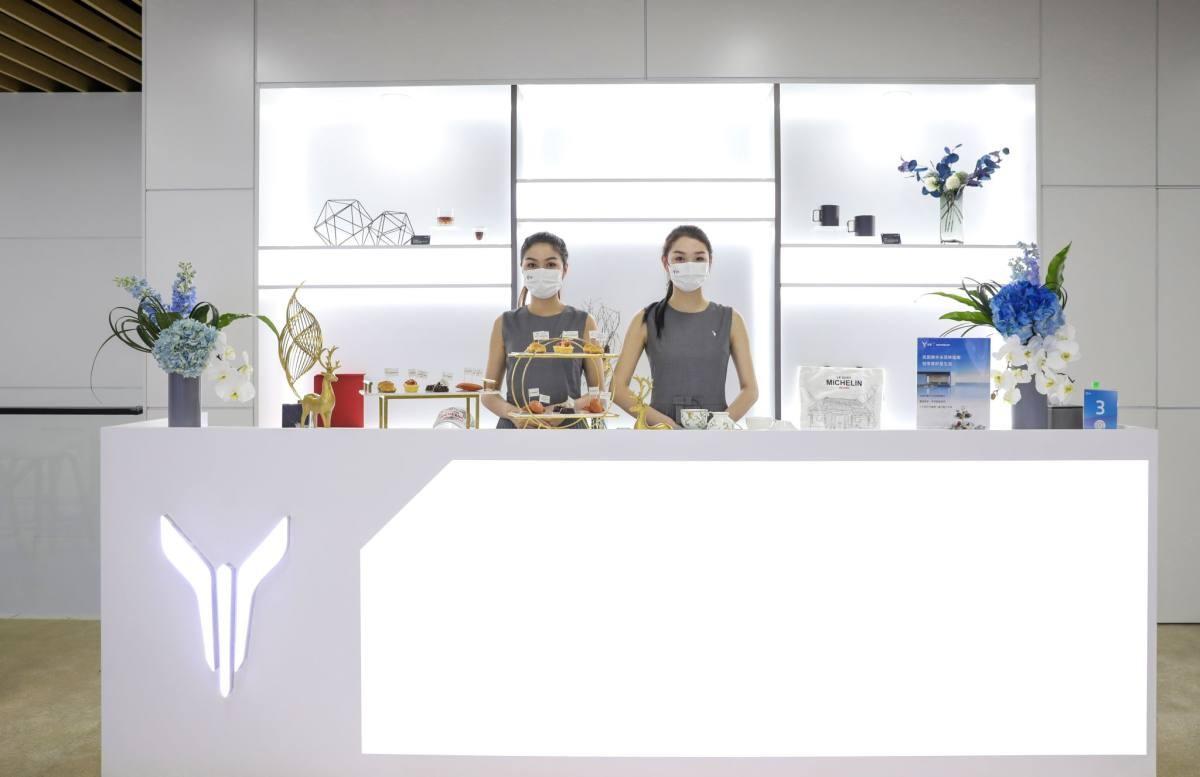 """""""弯道超车""""新方向,上海车展最会玩的品牌,岚图""""C位出道"""""""