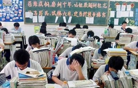 """中小学迎来""""新通知"""",教育部发文限制作业量,学生却高兴不起来"""