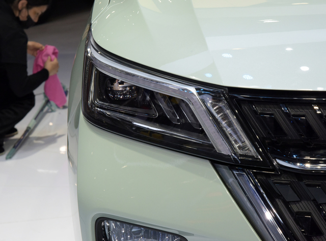 五菱SUV星辰,双色车身+银色车标,时髦且个性,卖多少万能火?