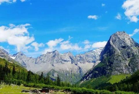 """四川6000米高山,被称""""东方的阿尔卑斯山"""",还是大熊猫栖息地"""