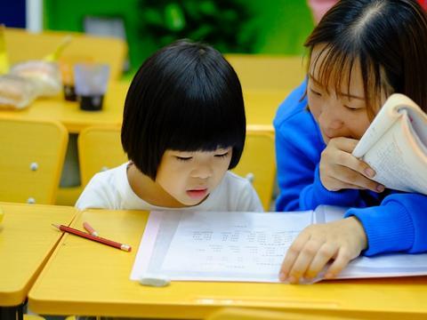 教育内卷家长焦虑现象溯源--如何看待当前面对教育的焦虑